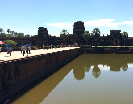 CAM21_Angkor_Wat_Bridge.jpg